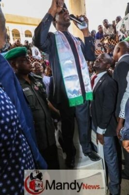 Osinbajo Pictured Campaigning While Standing On A Chair