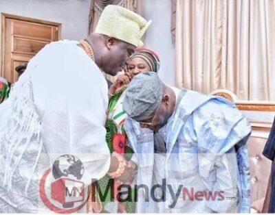 Photo Of Atiku Abubakar Bowing To Ooni Of Ife