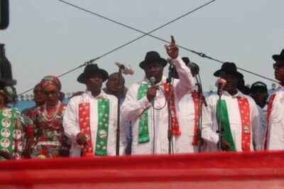 See The Moment Jonathan Raised Atiku's Hand At Rivers PDP Presidential Rally