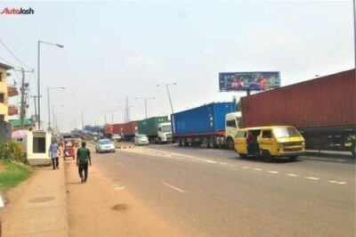 More Photos Of The Return Of Parked Trucks On Bridges In Lagos