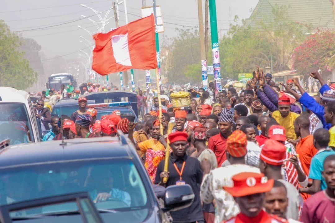 Atiku Abubakar Convoy Trapped By Supporters In Kano (Photos,Video)