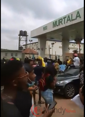 End SARS Protesters Storm Murtala Muhammed Airport (Photos)